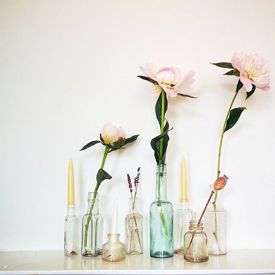 The secret styling tip for adding personality to your home that you need to know! Single stem flowers styled in coloured glass vases