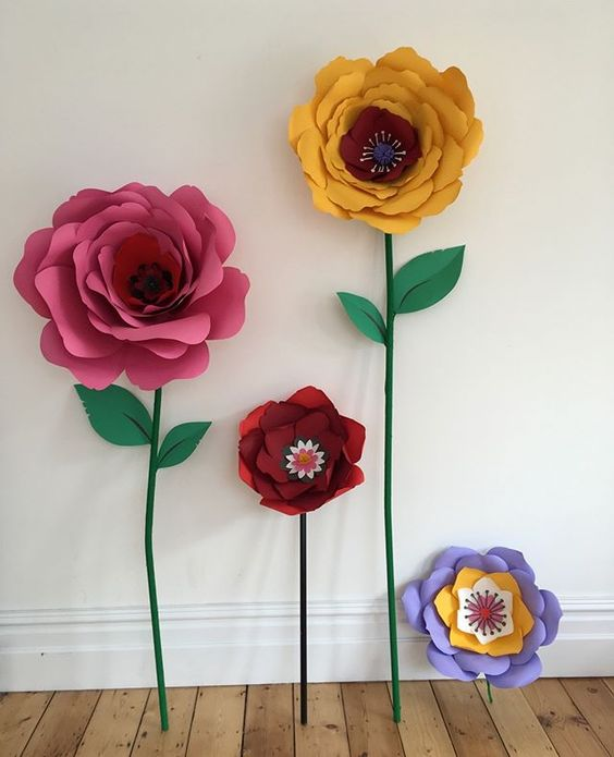 19 creative ways to use paper.Colourful handmade paper flowers.