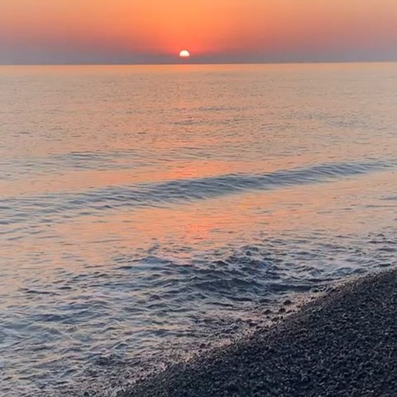 How to stay positive online in 2020. Sunset over the sea.